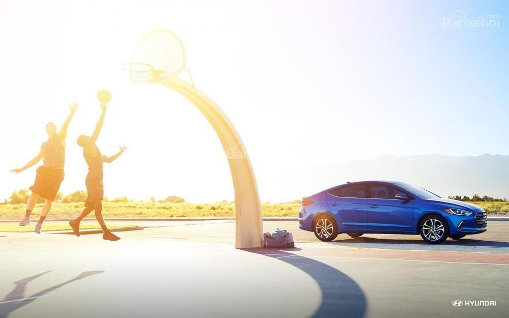 Đánh giá xe Hyundai Elantra 2018 về ưu nhược điểm.