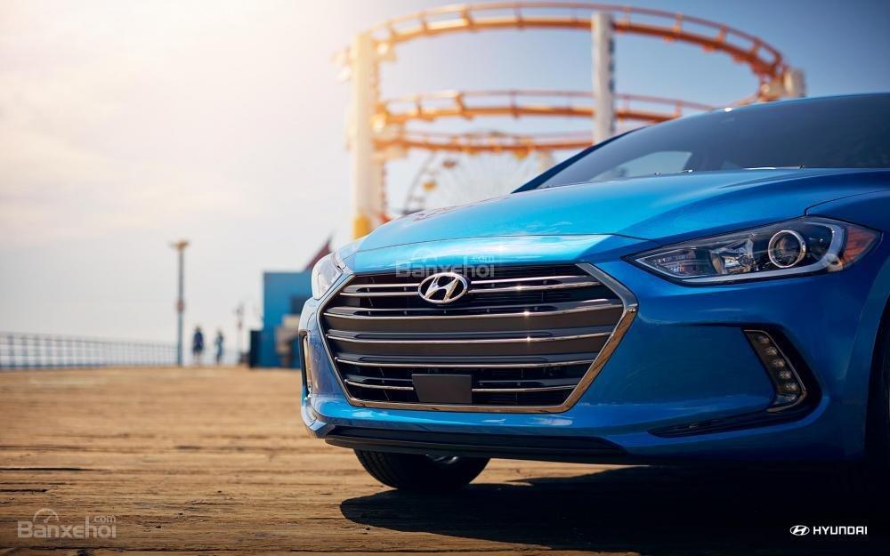 Lưới tản nhiệt xe Hyundai Elantra 2018