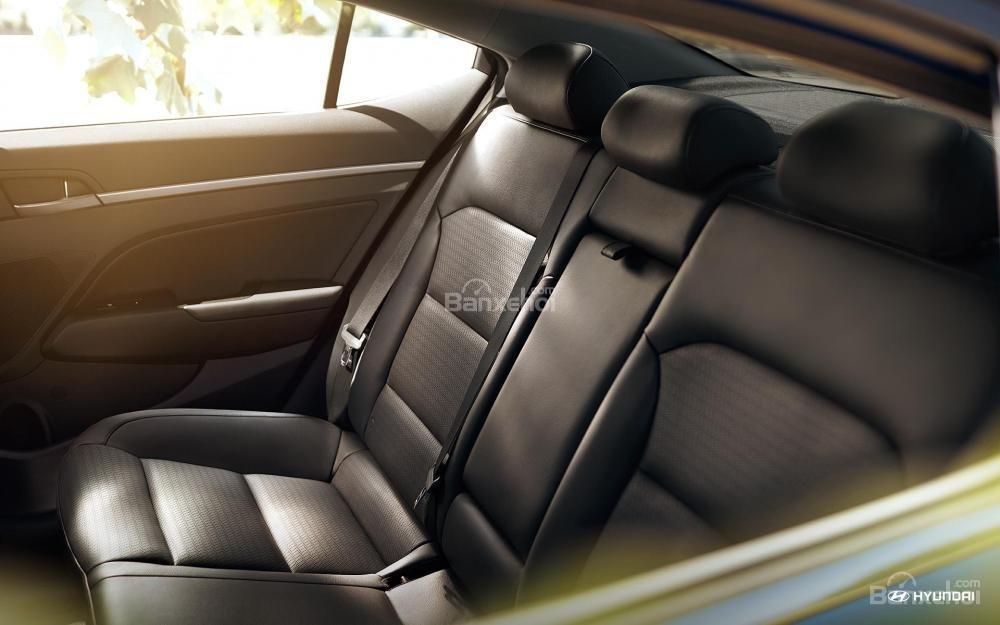 Đánh giá xe Hyundai Elantra 2018 về hệ thống ghế ngồi a3