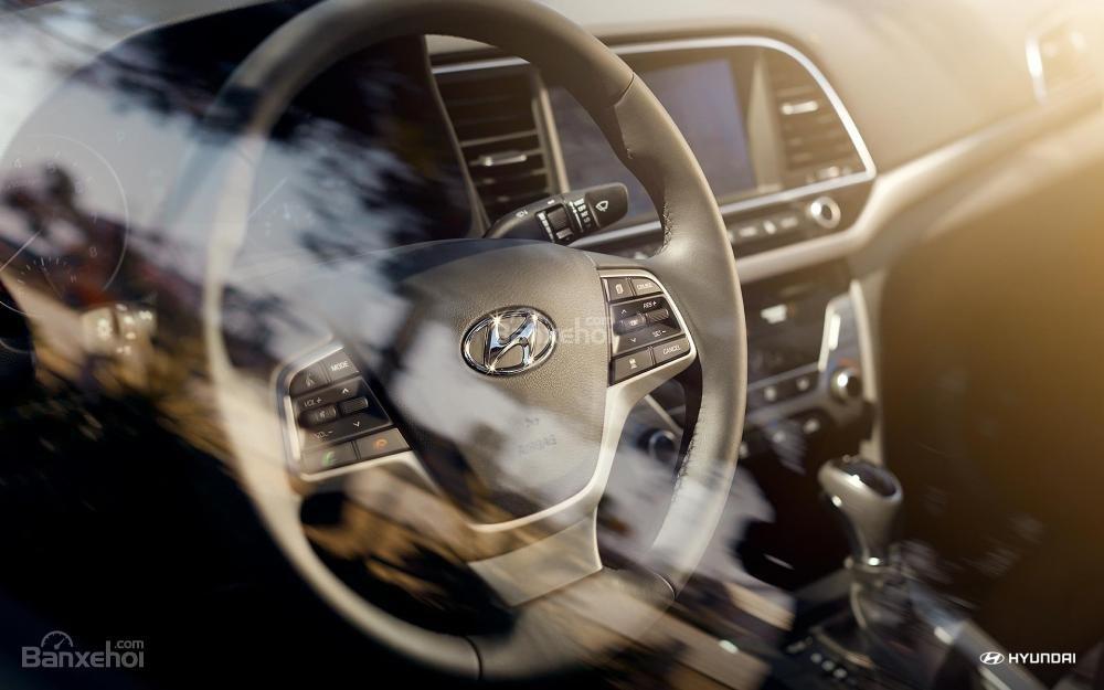 Vô-lăng Hyundai Elantra 2018