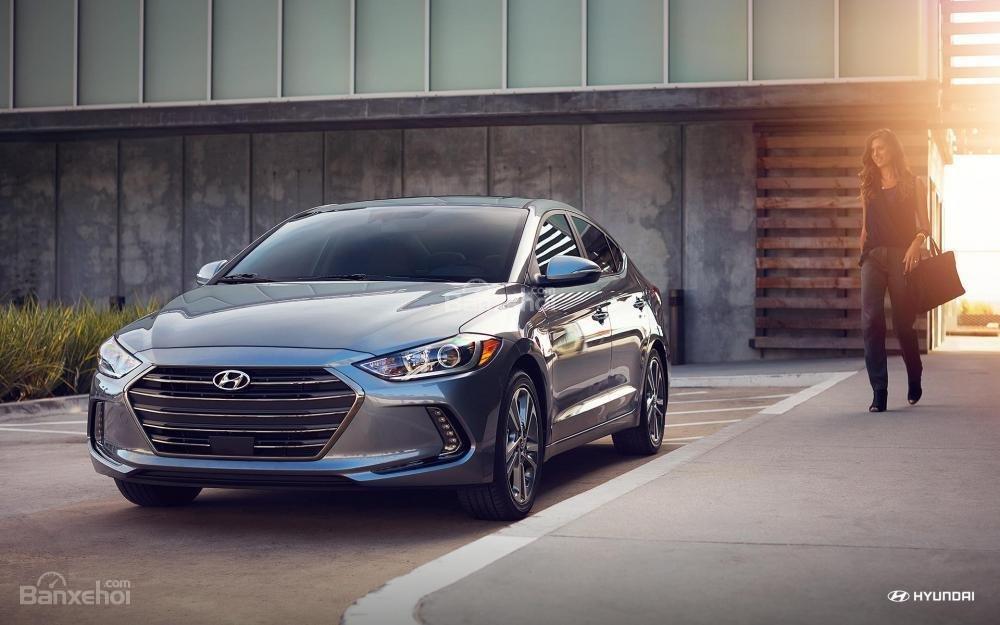 Đánh giá xe Hyundai Elantra 2018