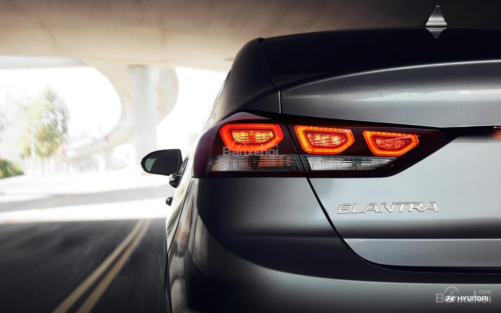 Đèn hậu Hyundai Elantra 2018