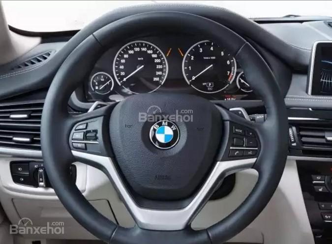 Đánh giá xe BMW X5 2017-2018: Vô lăng bọc da.
