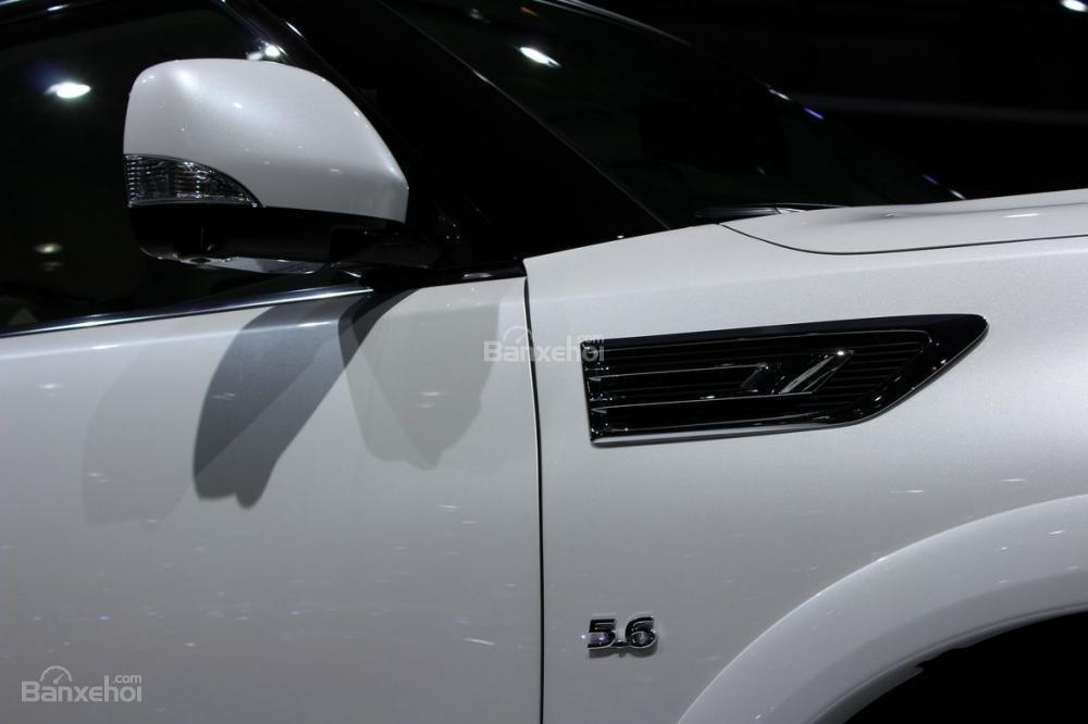 Đánh giá xe Infiniti QX80 2018: Gương chiếu hậu tích hợp đèn xi nhan.