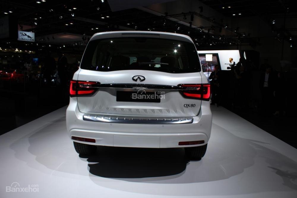 Đánh giá xe Infiniti QX80 2018: Đuôi xe có thiết kế vuông vức.
