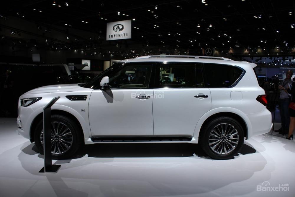 Đánh giá xe Infiniti QX80 2018: Thân xe có thiết kế hầm hố.
