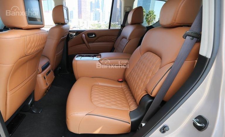 Đánh giá xe Infiniti QX80 2018: Hàng ghế thứ 2.