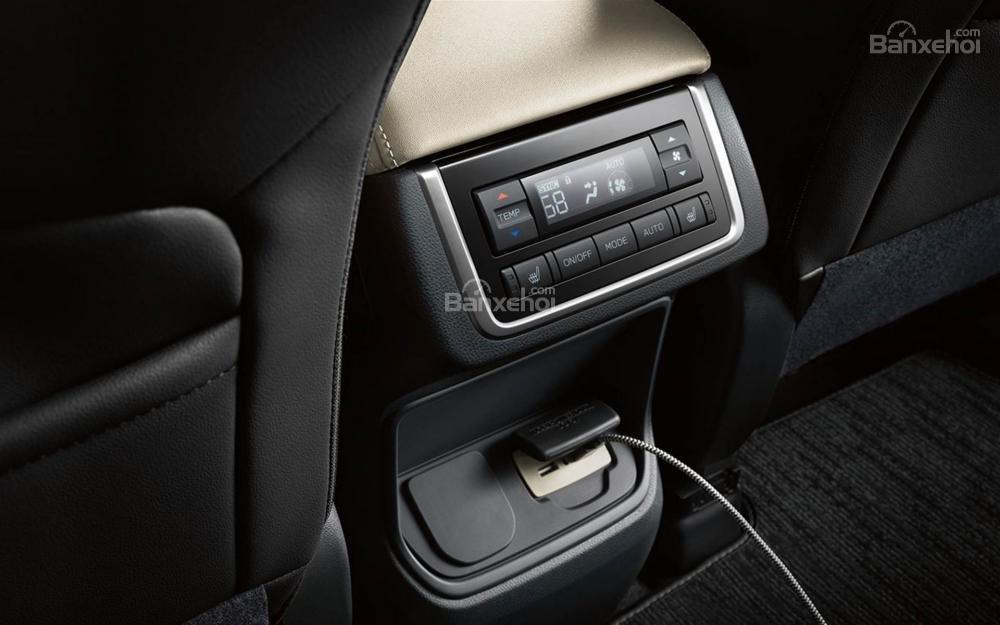 Cổng sạc cho hàng ghế sau trên xe Subaru Ascent 2019