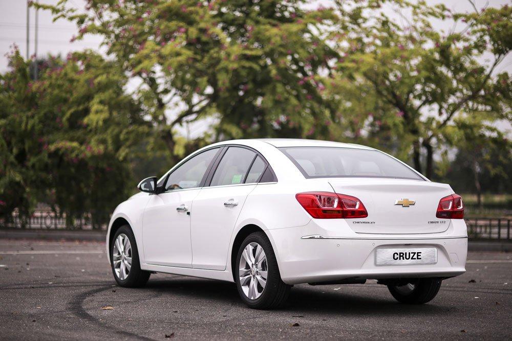 Chevrolet Cruze 2020 có đuôi xe thon gọn a4