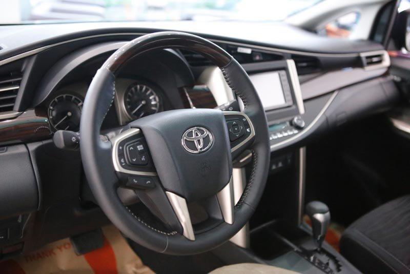 Toyota Innova Venturer tại Việt Nam nghèo công nghệ, đắt hơn Indonesia cả trăm triệu 17