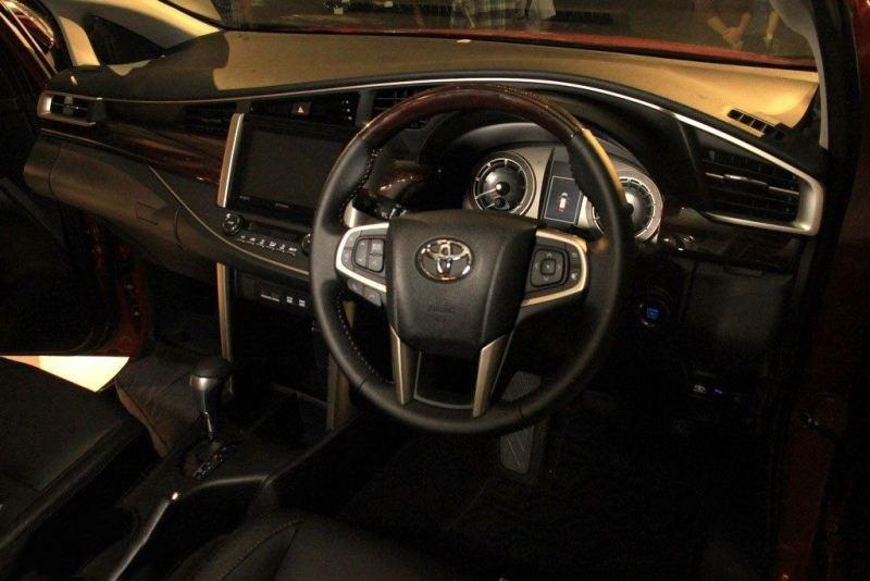 Toyota Innova Venturer tại Việt Nam nghèo công nghệ, đắt hơn Indonesia cả trăm triệu 18