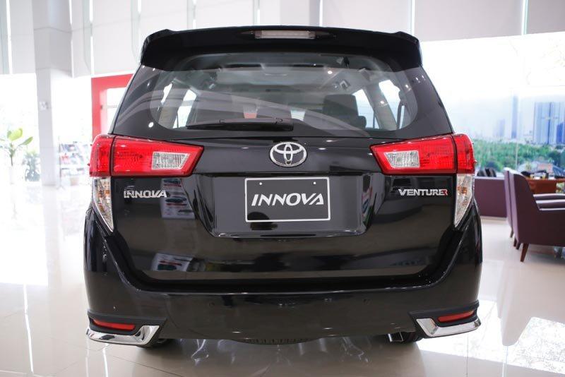 Toyota Innova Venturer tại Việt Nam nghèo công nghệ, đắt hơn Indonesia cả trăm triệu s
