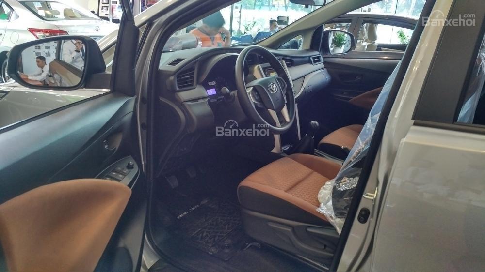 """""""Hot"""" bán Toyota Innova 2.0E 2020 - giá 706 triệu và quà tặng theo xe - vay 80% - liên hệ 0902750051 (5)"""