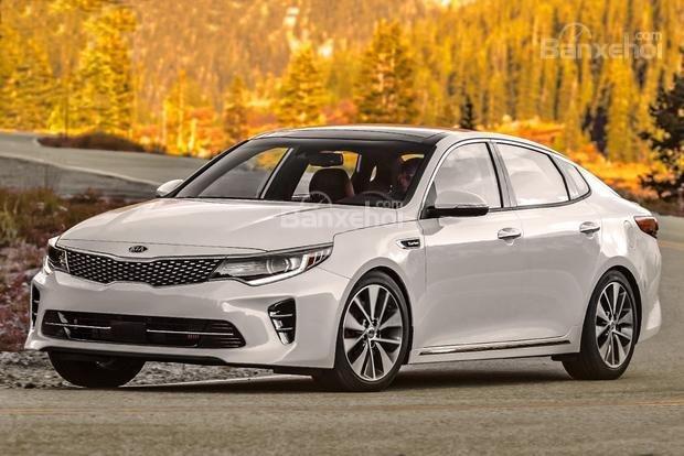 So sánh xe Hyundai Sonata 2018 và Kia Optima 2018 về độ an toàn.