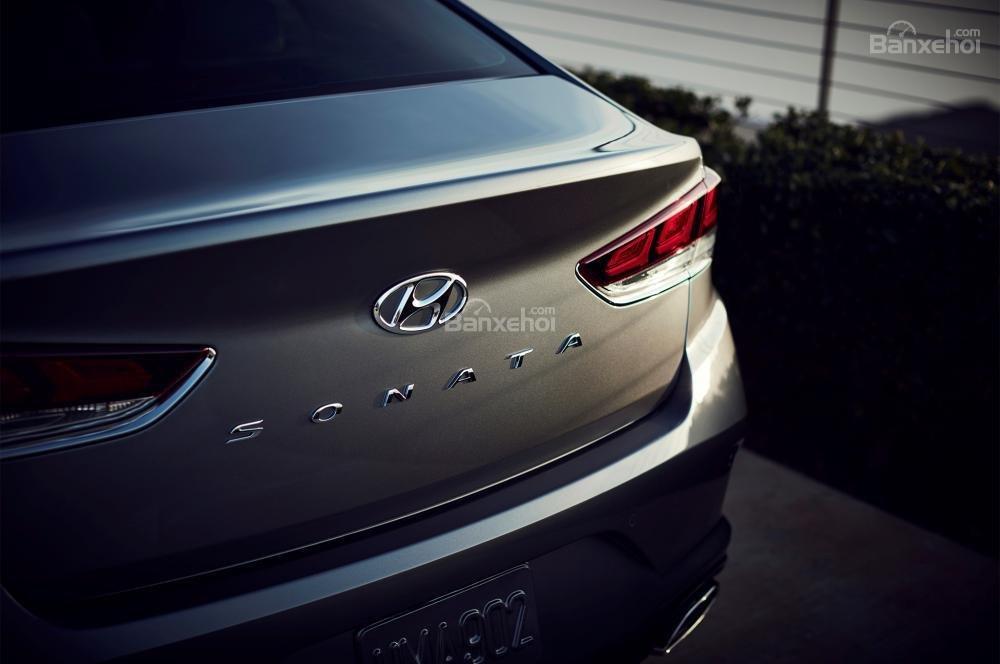 So sánh xe Hyundai Sonata 2018 và Kia Optima 2018 về mức tiêu thụ nhiên liệu.