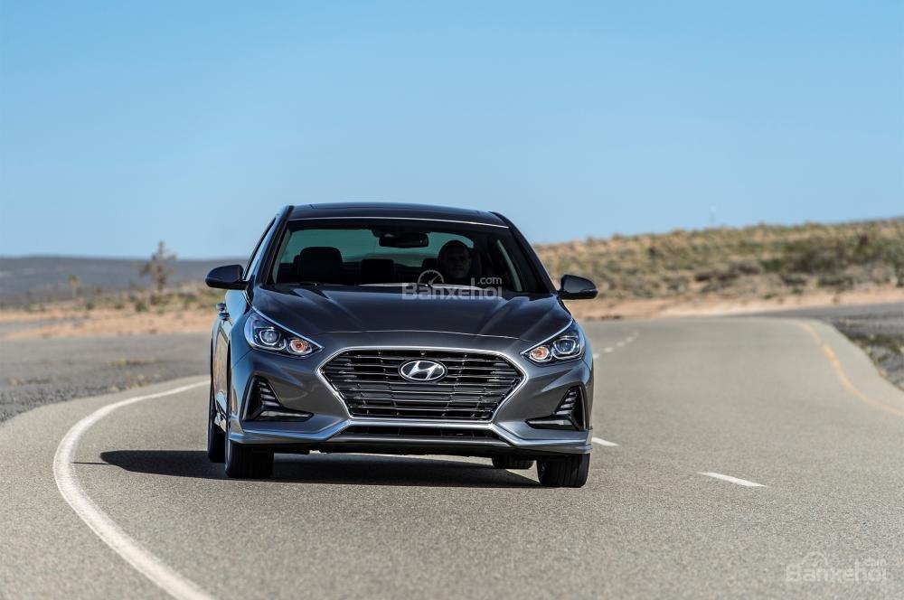 So sánh xe Hyundai Sonata 2018 và Kia Optima 2018 về khả năng tăng tốc.