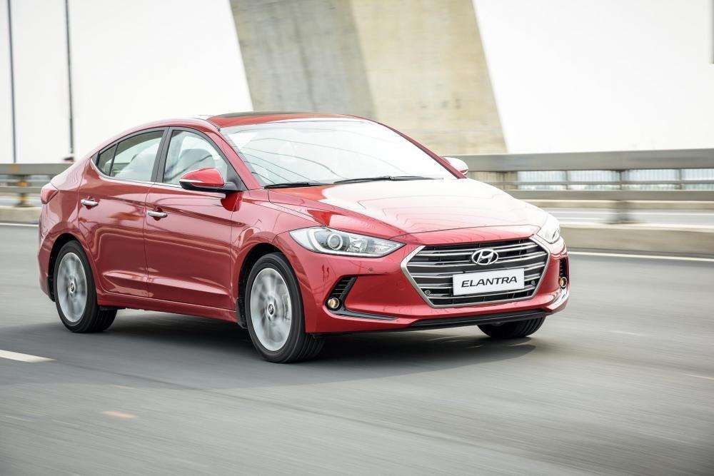 Hyundai Elantra bất ngờ được giảm giá đến 80 triệu đồng a3