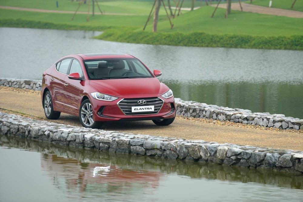 Hyundai Elantra bất ngờ được giảm giá đến 80 triệu đồng a1