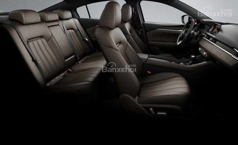 Đánh giá xe Mazda 6 2018: Xe có 2 hàng ghế.