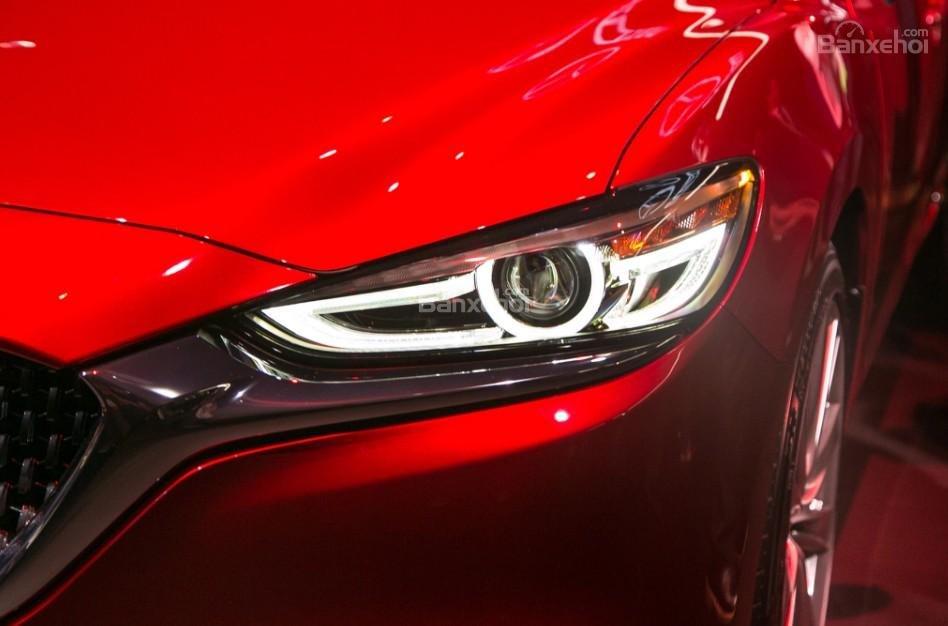 Đánh giá xe Mazda 6 2018: Đèn pha LED.