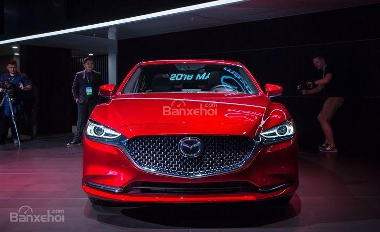 Đánh giá xe Mazda 6 2018 về thiết kế đầu xe.