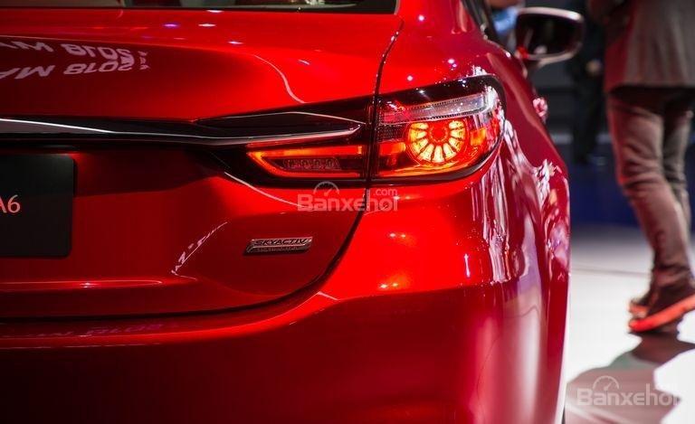 Đánh giá xe Mazda 6 2018: Đèn hậu.
