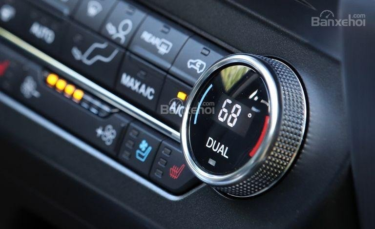 Đánh giá xe Ford Expedition 2018: Hệ thống điều hòa tự động.