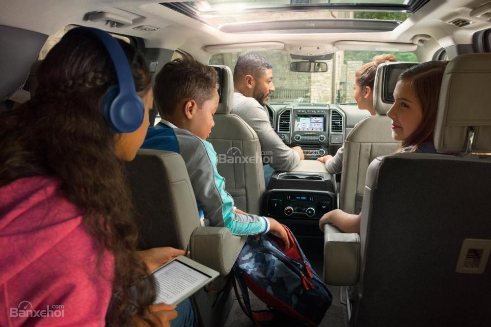 Khoang nội thất Ford Expedition 2018 2