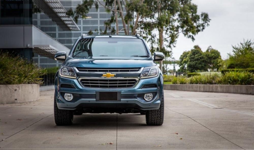 Ảnh chụp đầu xe Chevrolet Trailblazer 2018 màu xanh