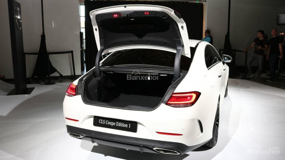 Đánh giá xe Mercedes-Benz CLS 2019 về khoang hành lý a1