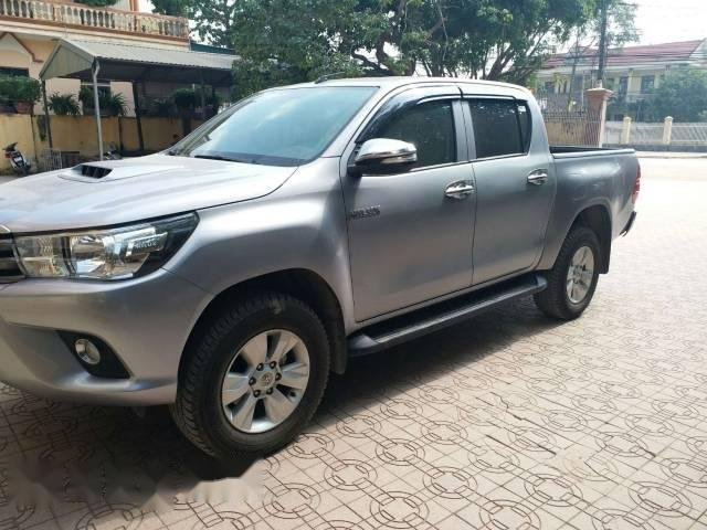 Bán Toyota Hilux 2.5E đời 2016, màu bạc như mới-0