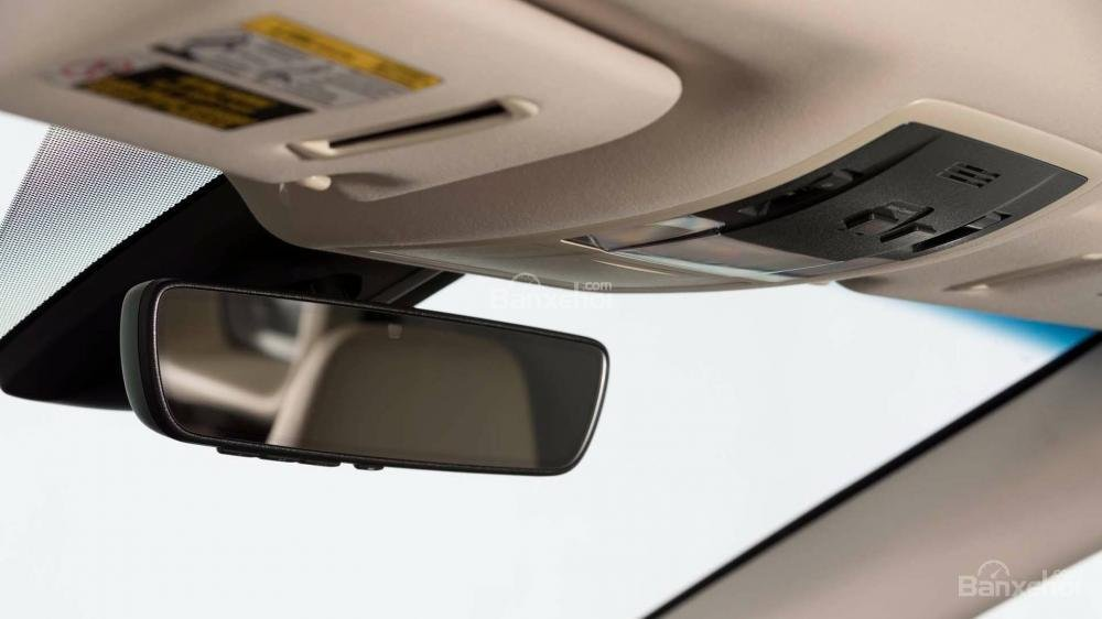 Đánh giá xe Lexus RX L 2018: Gương chiếu hậu khoang cabin.