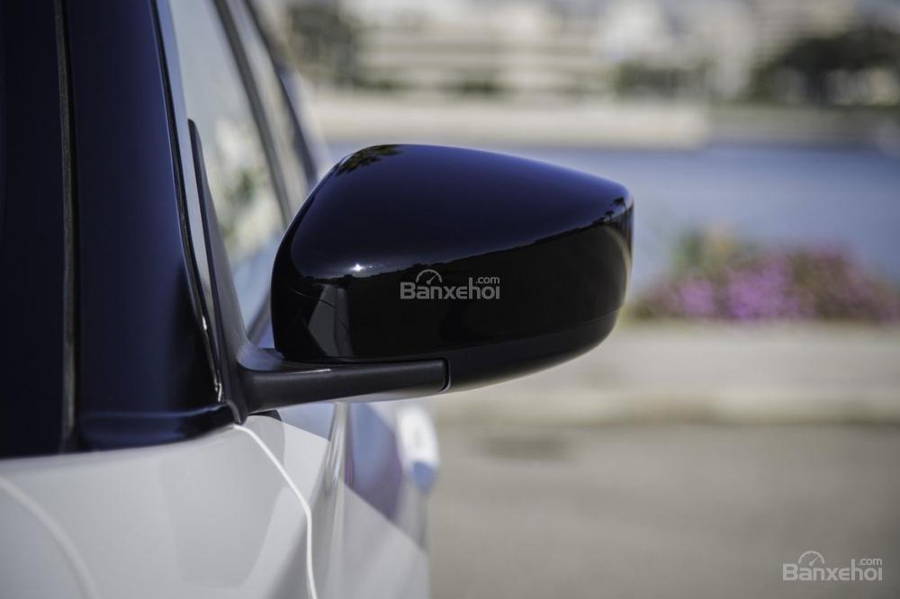 Đánh giá xe Nissan Kicks 2018: Gương chiếu hậu.