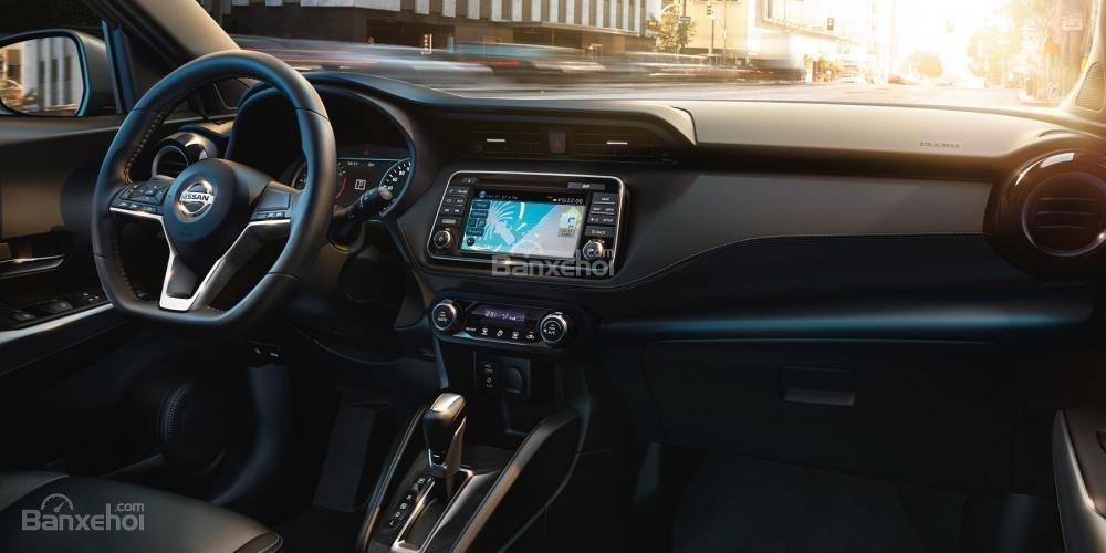 Nissan Juke 2018 có thiết kế nội thất theo hướng truyền thống.