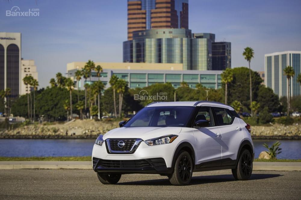 Đánh giá xe Nissan Kicks 2018: Thiết kế đầu xe.