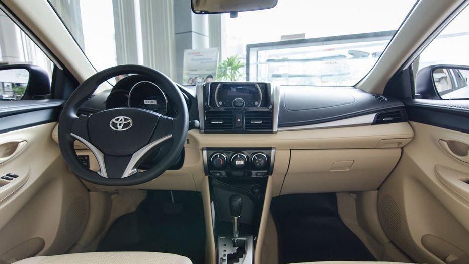 So sánh nội thất xe Toyota Vios 2017 và Kia Cerato 2017.