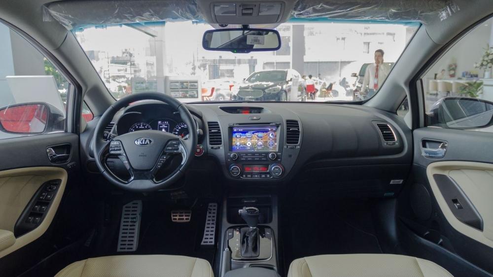 So sánh nội thất xe Toyota Vios 2017 và Kia Cerato 2017 4