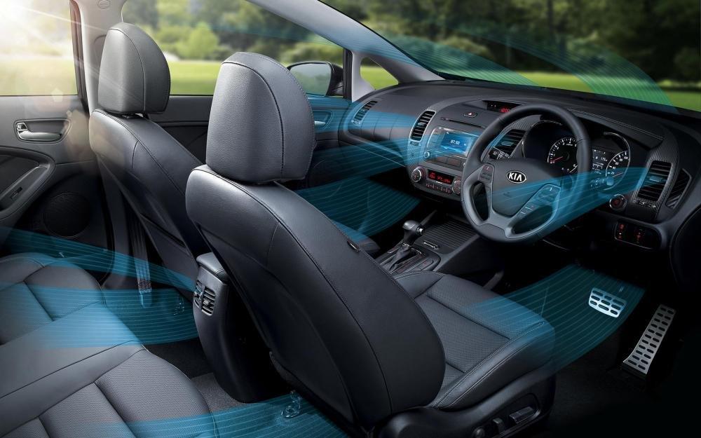 So sánh xe Toyota Corolla Altis 2018 với Kia Cerato 2018_9
