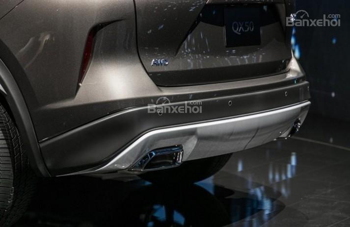 Đánh giá xe Infiniti QX50 2018-2019: Ống xả đối xứng 2 bên.