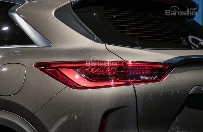 Đánh giá xe Infiniti QX50 2018-2019: Đèn hậu của xe.