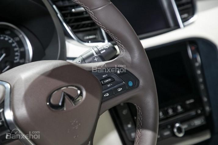 Đánh giá xe Infiniti QX50 2018-2019: Vô lăng xe bọc da.