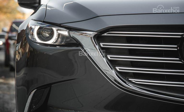 Mazda CX-9 sử dụng đen pha LED.