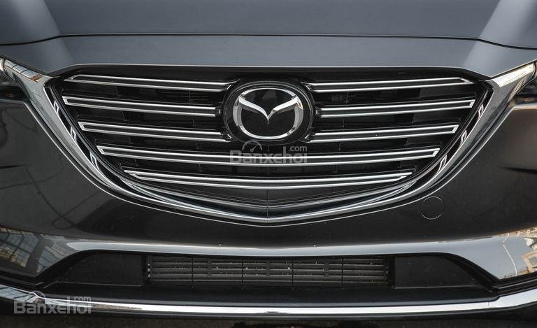 Mazda CX-9 có lưới tản nhiệt với các thanh ngang.