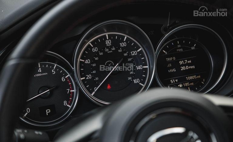 Đánh giá xe Mazda CX-9 2018: Cụm đồng hồ.