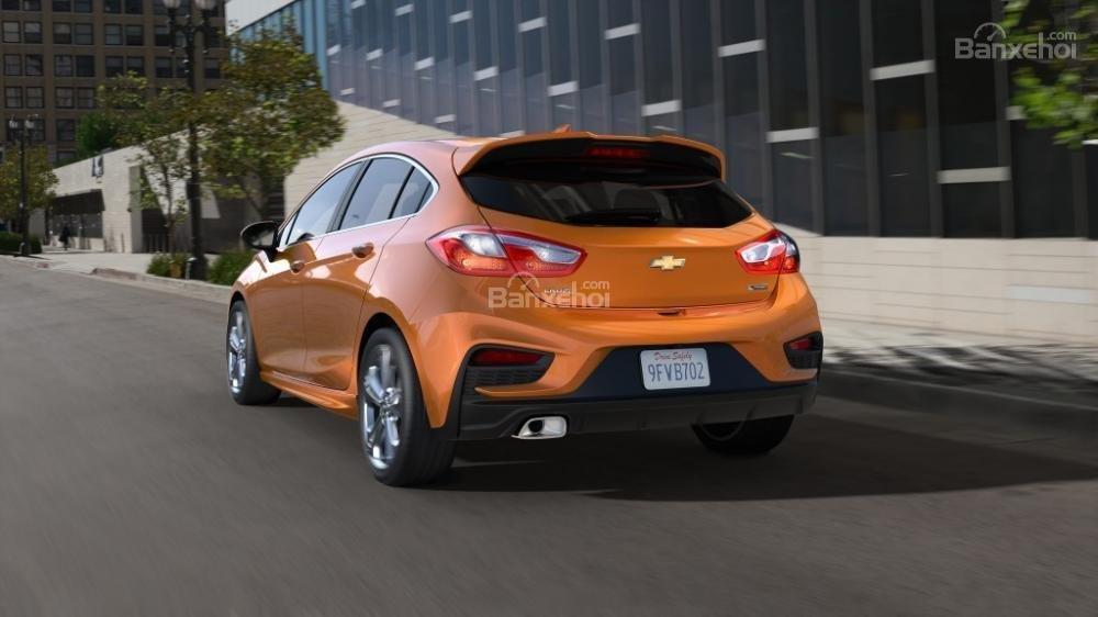 Đánh giá xe Chevrolet Cruze hatchback 2018 về thiết kế ngoại thất a3