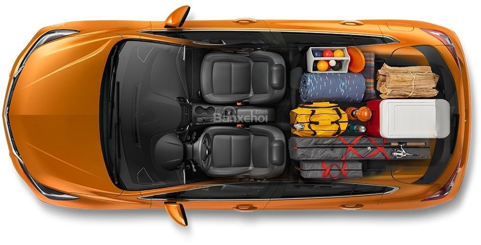 Đánh giá xe Chevrolet Cruze hatchback 2018 về khoang hành lý a3