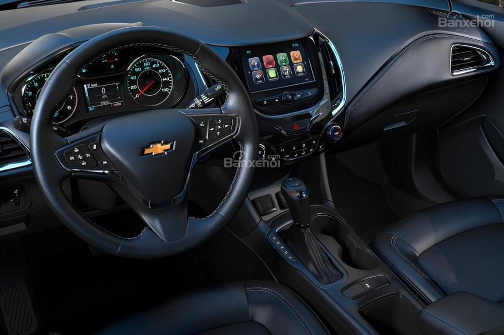 Đánh giá xe Chevrolet Cruze hatchback 2018 về thiết kế nội thất a2