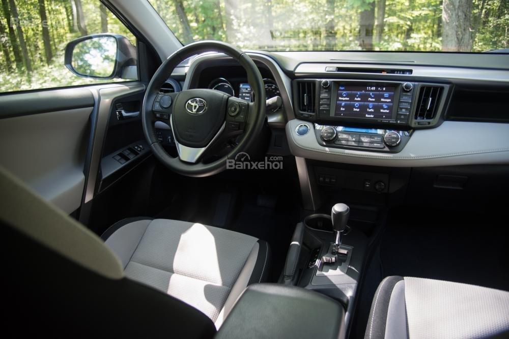 Toyota RAV4 2018 có không gian rộng/