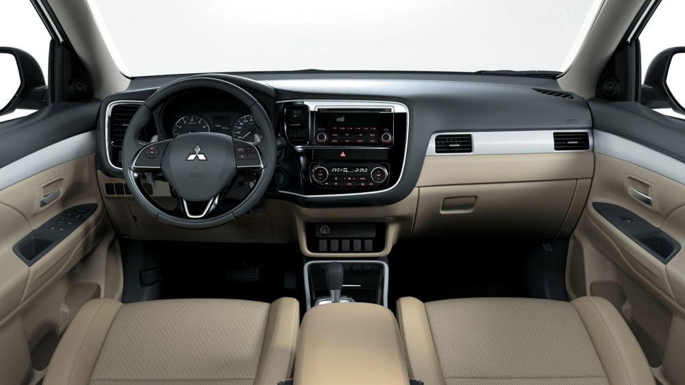Ảnh chụp nội thất xe Mitsubishi Outlander 2018 bản 7 chỗ