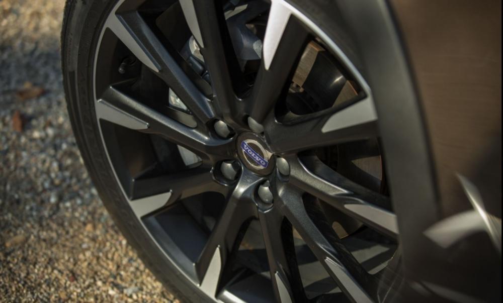Đánh giá xe Volvo V60 2018 về thiết kế thân xe: Bô mâm hợp kim